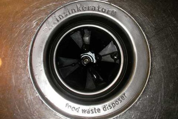 garbage-disposal-closeup-590ls031710