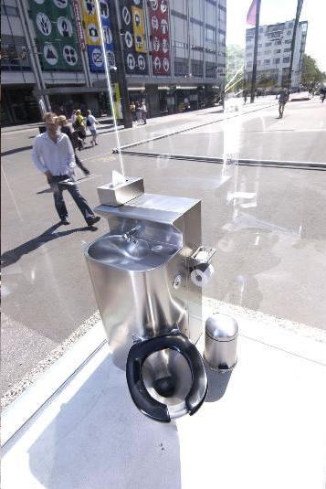 public_toilet_2