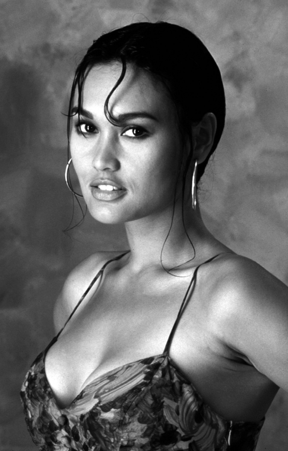 936full-tia-carrere