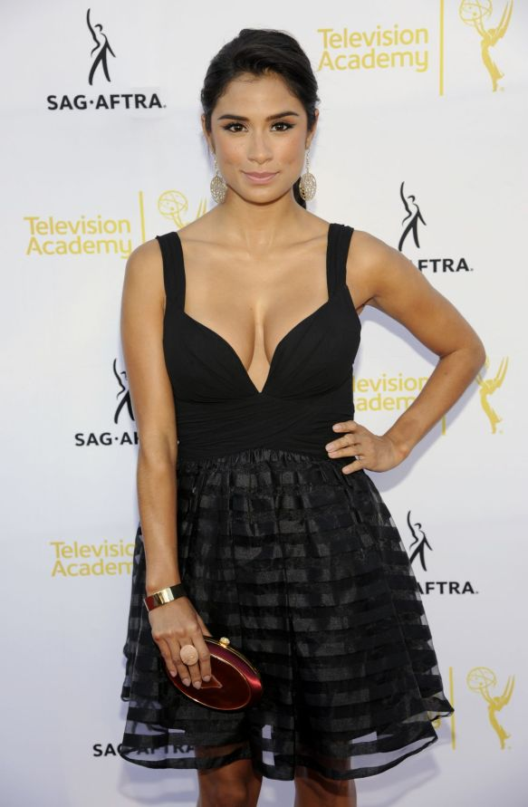 diane-guerrero-at-emmy-awards-dynamic-and-diverse-nominee-reception_1