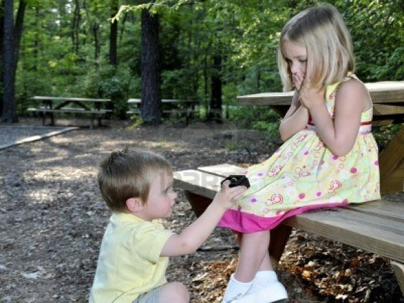 Cute Little Baby Boy Proposing A Little Girl HD Wallpaper-1280x960-bestlovehdwallpapers.blogspot.com